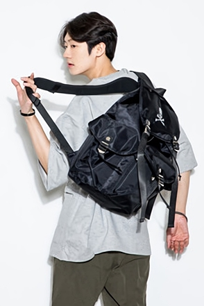 SKULL POCKET BACKPACK스컬 포켓 백팩[one color / one size]