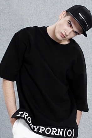 IRONY PORN(O) Lettering Drop Shoulder T-shirt(B)